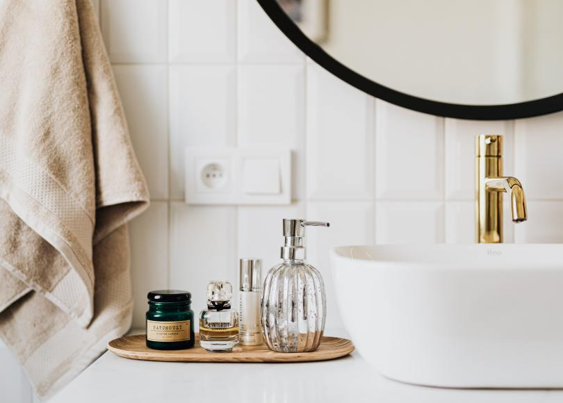 A well organized and simplified bathroom with no clutter
